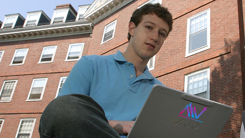 مارک زاکربرگ در حال کار با لپتاپ وایو قدیمی خود!